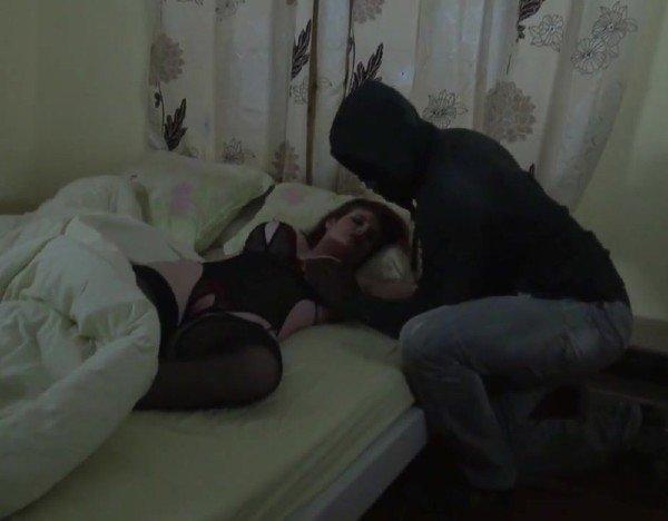 Порно Вор Трахнул Спящую Хозяйку Дома